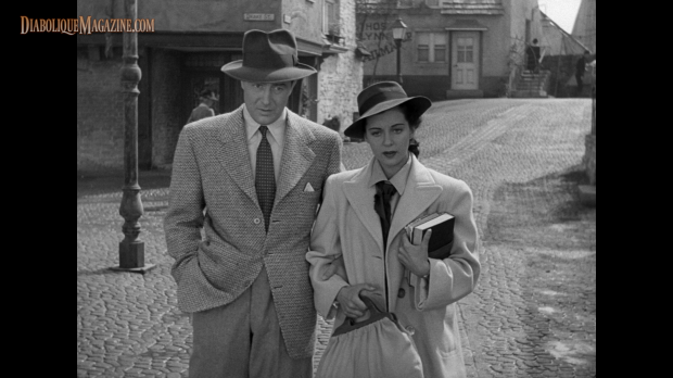 Ray Milland and Gail Russell in The Uninvited (1944) [Click to enlarge]