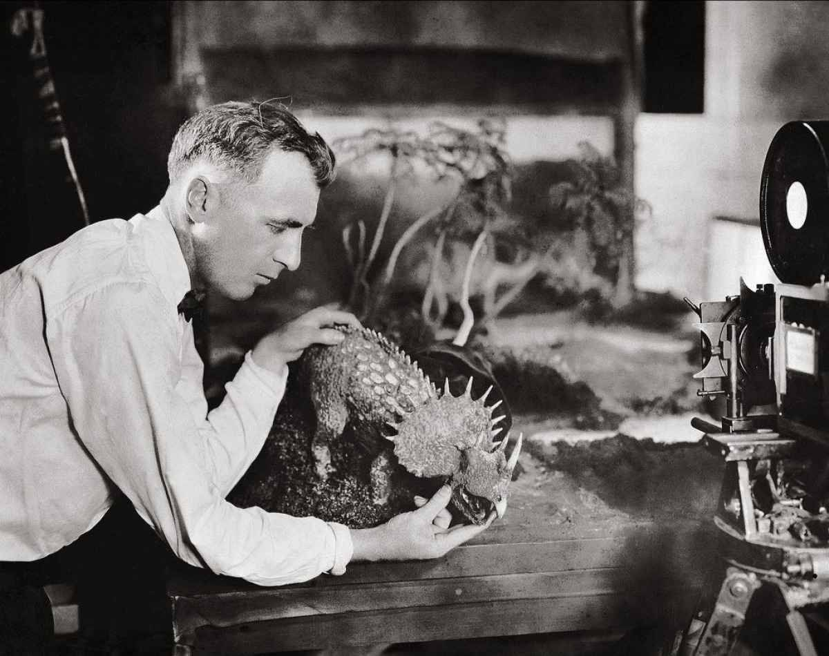 Flicker Alley Blu Ray presents the fully restored Lost World (1925)