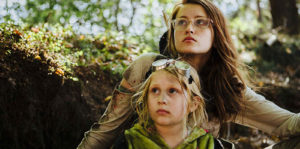 Julia Batelaan and Emma de Paauw in Molly.